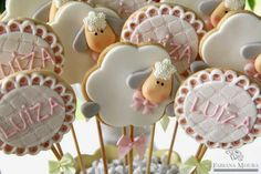 New cake pops bouquet baby shower 39 Ideas Cookies For Kids, Cute Cookies, Easter Cookies, Cake Pop Bouquet, Sheep Cake, Sheep Crafts, Icing Techniques, Shower Bebe, Cookie Pops