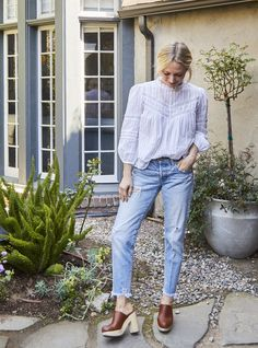 Clogs Outfit, Clogs Shoes, Shoes With Jeans, Trendy Outfits, Me Too Shoes, Spring Fashion, Cool Style, Normcore, Street Style