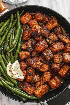 Garlic Butter Pork Bites with Lemon Green Beans - - Ready in 30 minutes or less, this garlic butter pork bites and green beans skillet is a weeknight winner! - by steak recipe Garlic Butter Pork Bites with Lemon Green Beans Healthy Green Beans, Lemon Green Beans, Cooking Green Beans, Pork And Green Beans, Cooking Recipes, Healthy Recipes, Healthy Treats, Salads, Gastronomia