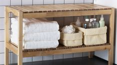 ÅFJÄRDEN white terry bath towels on a MOLGER bench for guest bathrooms