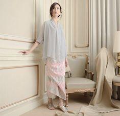 New style simple lace detail ideas Kebaya Lace, Kebaya Hijab, Kebaya Dress, Kebaya Muslim, Blouse Dress, Blouse Batik, Batik Dress, Diy Dress, Party Dress