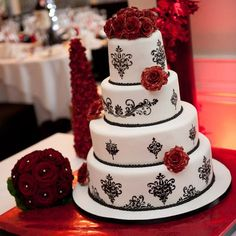 Black and White Wedding Cake with Design @ Wedding-Day-Bliss
