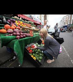 En se rendant récemment dans un marché, des Londoniens ont pu découvrir une jeune femme camouflée incognito parmi les...