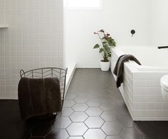Black and white will never go out of style.Whether you have a lot to spend or just a little, bathrooms don't have to be boring! Who lives here? Chelsea Warburton (blogger and Instagrammer), James Warburton (founder and director of Create Group), Oliver, and Archie. The project The original 1960s bathroom was very old and dated. …