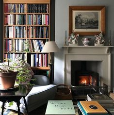 Home decored ideas living room traditional bookshelves 20 ideas for 2019 Living Room Decor Traditional, Traditional House, Home Living Room, Living Spaces, Traditional Bookshelves, Cosy Home, Up House, Home Fashion, House Design