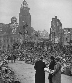 Dresden, Germany Match 1946 People walking among ruins. (William Vandivert) for dad Dresden Germany, World War One, Second World, Dresden Bombing, Modern World History, War Photography, European Tour, Germany Travel, Ruins