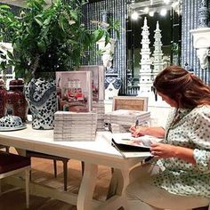 Big thank you to everyone who came to the showroom for our @tracery_interiors book signing with @paigeschnell. #jd2015whiteout #jdATLMKT #ATLMKT #TraceryInteriors