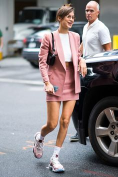 Bella Hadid's best street-style moments – Summer Outfits – Summer Fashion Tips Italian Street Style, Best Street Style, Street Style Outfits, Street Style Trends, Street Style Summer, Mode Outfits, Street Style Looks, Casual Outfits, Fashion Outfits