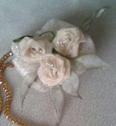 Kurdeleden çiçeklerle süsledigim tespih süsü