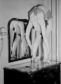 Contortionist Lucille Winter, 1932.