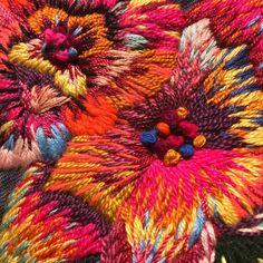 Detalles de un bordado que hice con mucho amor / Details of a work I made with so much love 😍🌺⚡️ #embroidery #bordado #freestyle #bordadofreestyle #colores #ilovecolor #Handembroidery #contemporaryembroidery #needleart #fiberart #hechoamano #nudofrances #punkyembroidery #denimjacket #chaquetabordada #flores #flowers #bordadoamano #bordadoexperimental #bordadocreativo #acolorstory #embroideryart #handmade #modernembroidery #needlecraft #creativelifehappylife #hechoconamor #allthecolors…