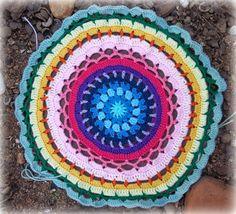 Zooty Owl's Crafty Blog: Large Daisy Centre Mandala: Pattern