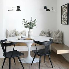 35 Inspiring Small Dining Room Design And Decor Ideas - Your dining room is a space for family meals therefore you are looking for it to have great interior design. But how can you make a small dining room . Küchen Design, House Design, Interior Design, Interior Colors, Room Interior, Chair Design, Design Ideas, Dining Room Design, Room Inspiration