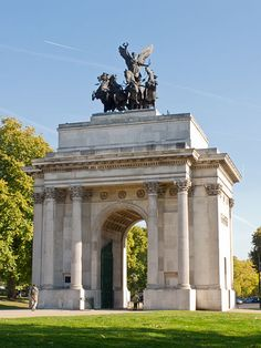 Wellington Arch, London, England. Our tips for things to do in London: http://www.europealacarte.co.uk/blog/2010/07/22/best-london-travel-tips-best-things-to-do-in-london/