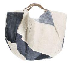 Patchwork tote with leather handle Fabric Handbags, Fabric Bags, Triangle Bag, Custom Purses, Diy Handbag, Linen Bag, Summer Bags, Cotton Bag, Cloth Bags