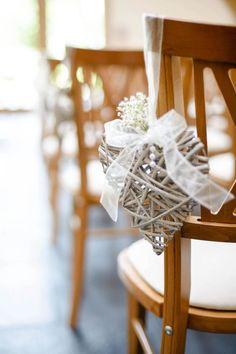 Decoración rústica de la silla de la boda del corazón