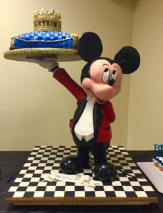 3D gravity defying Mickey Mouse cake by Cincinnati37