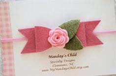 He encontrado este interesante anuncio de Etsy en https://www.etsy.com/es/listing/217694802/felt-bow-headband-felt-bows-felt-flower