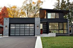 'The Glass House' in Burlington, Ontario, Canada, is one of the most recent creations of DCAM Homes' Danny Cantarelli. The modern luxury home features an open floor plan that establishes a strong … Design Exterior, Modern Exterior, Door Design, Garage Design, Modern House Plans, Modern House Design, Glass House Design, Modern House Exteriors, Modern Brick House