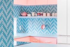 Adam Nathaniel Furman splashes a Tokyo apartment in pastels - AN Interior Tokyo Apartment, Japanese Apartment, Apartment Design, Small Breakfast Nooks, Japanese Bathroom, Open Cabinets, Kitchen Cabinets, Interior Concept, Interior Design