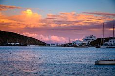 Livadi is the harbour town of Serifos and unlike what many would expect, Chora is not the most developed area in terms of commerce and tourism, as it keeps its traditional features. Greek Islands, New York Skyline, Greece, Tourism, Sunset, Nature, Travel, Life, Outdoor