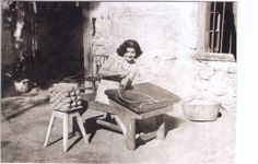 Lady rolling espadrille soles from jute rope (1930s) in the Rioja region