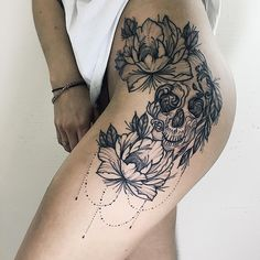 Photo tattoo Darina Kirillova - Photo tattoo Darina Kirillova Informations About Фото тату Дарина Кириллова P - Floral Skull Tattoos, Skull Thigh Tattoos, Skull Tattoo Flowers, Flower Thigh Tattoos, Body Art Tattoos, Girl Tattoos, Small Tattoos, Side Of Thigh Tattoo, Pretty Skull Tattoos
