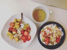 Petit-déjeuner : porridge et fromage blanc 0% aux fruits et amandes. Est-ce que l'on peut recommencer le week-end?  Breakfast: fruits and almonds porridge ans yogurt 0%! Can we do the weekend again?  #januarydeesse#thekaylamovement #healthychoice #csdeesse #bbg #bbggirls #bbgcommunity  #healthylife #fit #fitfam #instadiet #lifestyle #fitnessjourney #fitfrenchies #bodydeesseloading #programmedeesse #bodytime #nopainnogain #GardezLaPêche #onmangepropreetonsentraînesale #bodytimeuse…
