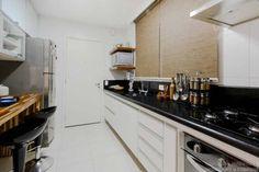 Cozinha de um apartamento de 90 m², em São Paulo. Projeto de Caroline Manfrin.