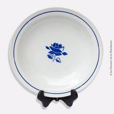 Plat rond creux BADONVILLER Faïencerie FB 92, décor pochoir fleur bleue vintage. French Antique date inconnue  Très bon état Diamètre 28,8 cm