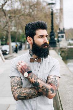 Barbudo tatuado