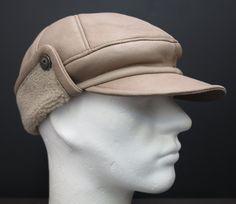 světlá čepice z kožešiny přes uši Hats, Fashion, Moda, Hat, Fashion Styles, Fashion Illustrations, Hipster Hat