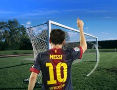 LA MIRA EN LA RED.  Messi bate a Muller. Leo ha superado el record de Gerd Muller de 85 goles en un año que estaba vigente desde 1972. Tuvieron que pasar 40 años para que un genio del fútbol lo batiera. Y aun puede aumentar la cuenta. Con la mira en la red, Messi quiere más.  http://www.revistagraderia.co/la-mira-en-la-red/