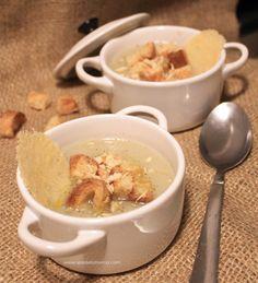 Passato di topinambur e finocchi con cialda di parmigiano, semi di finocchio e granella di mandorle | Honest Cooking Italia