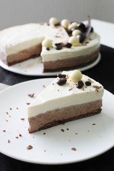 Tämä tupla(vai tripla?)suklaajuustokakku kipusi heittämällä tekemieni juustokakkujen top 5:een viime viikonloppuna. Täytyy sanoa, että... Sweet Desserts, Vegan Desserts, Delicious Desserts, Piece Of Cakes, Healthy Treats, Cheesecake Recipes, Yummy Cakes, Baking Recipes, Cake Decorating