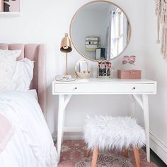 15 Cool Bedroom Vanity Design Ideas - Page 5 of 15 - Bedroom Design Room Ideas Bedroom, Decor Room, Home Decor, Diy Bedroom, Trendy Bedroom, Design Bedroom, Bedroom Inspo, Room Decor Bedroom Rose Gold, Small Bedroom Inspiration