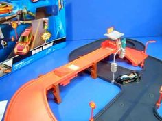 Hot Wheels Radical Roadway Play Set Product Review. A simple roadway that easily comes together!