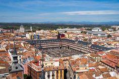 Vistas del Madrid de los Austrias desde la Torre de la Iglesia de Santa Cruz en Atocha. Plaza Mayor, Palacio Real, Teatro Real...