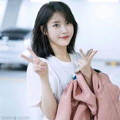 IU Iu Short Hair, Korean Short Hair, Short Hair Cuts, Hair Inspo, Hair Inspiration, Medium Hair Styles, Short Hair Styles, Ulzzang Hair, Kpop Hair