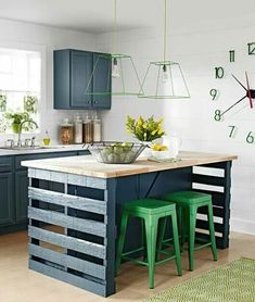 10 diy kitchen islands to really maximize your space pallet nous dcor solutioingenieria Gallery