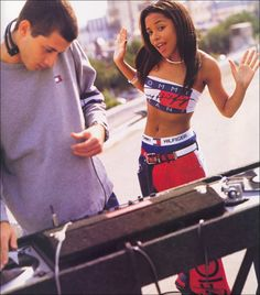 and Aaliyah (alongside Mark Ronson) appearing in a Tommy Hilfiger ad campaign: 39 Pictures That Are So Epically They'll Make You Fall Into A Nostalgia Coma Mark Ronson, 2000s Fashion, Hip Hop Fashion, Aaliyah Style, Rip Aaliyah, Aaliyah Outfits, Style Année 90, Real Style, Estilo Hippie