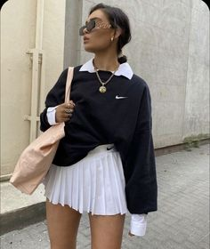 Find the Nike Sportswear Club Fleece Crew at Nike.com. Free delivery and returns. Classy Summer Outfits, Summer Fashion Outfits, Cute Casual Outfits, Stylish Outfits, Fall Outfits, Outfit Summer, Fashion Skirts, Casual Summer, Casual Shirts