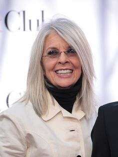 The Best Haircuts For Gray Hair - Diane Keaton's Gray Lob – The Best Haircuts For Gray Hair – Photos - Grey Hair Lob, Grey Hair Over 50, Grey Hair And Makeup, Hair Cuts For Over 50, Long White Hair, Grey Wig, Lob Haircut, Lob Hairstyle, Hairstyles Over 50
