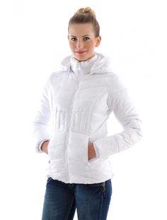 Dámska zimná bunda s funkčnými detailami a štýlovým strihom. Zimnú bundu JUSTPLAY využijete na bežné voľnočasové nosenie. Je vyrobená z teplého a príjemného materálu.