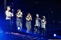 one of my favorite pictures that I took from the TMH tour last year! let me know if you want me to post any more!