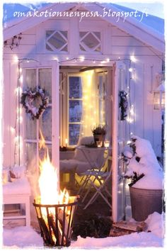 Winter wonderland welcome I Love Winter, Winter Fun, Winter Time, Winter House, Winter Garden, Pink Christmas, Christmas Lights, Merry Christmas, Christmas Interiors