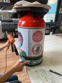 sgabelli utilizzabili esternamente per attesa clienti Fire Extinguisher, Drink Bottles, Drinks, Drink, Beverage, Drinking