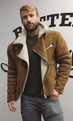 Mens Fashion Rugged – The World of Mens Fashion Mens Shearling Jacket, Men's Leather Jacket, Shearling Coat, Leather Jackets, Fashion Moda, Look Fashion, Mens Fashion, Dapper Suits, Sheepskin Jacket