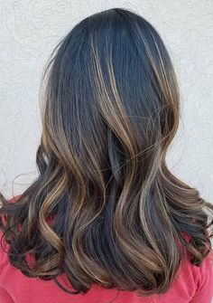 A classic caramel twist using Wella Freelights with Illumina color and styled with EIMI Flowing Form and Sugar Lift.