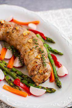 Mușchiuleț de porc la cuptor - cu cașcaval și legume | Bucate Aromate Sausage, Meat, Food, Eten, Sausages, Meals, Diet